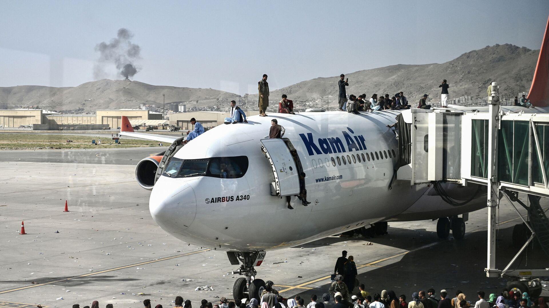 Afghánci na letišti poté, co Taliban vstoupil do Kábulu - Sputnik Česká republika, 1920, 04.09.2021