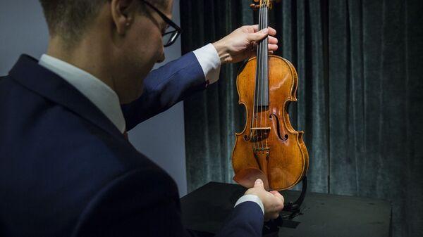 Скрипка Антонио Страдивари на аукционе Sotheby's - Sputnik Česká republika