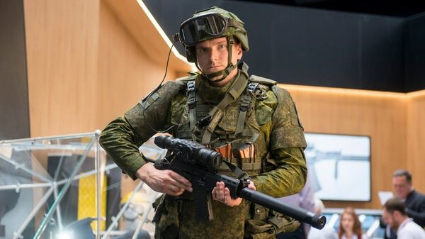 Экзоскелет солдата будущего от корпорации Ростех - Sputnik Česká republika