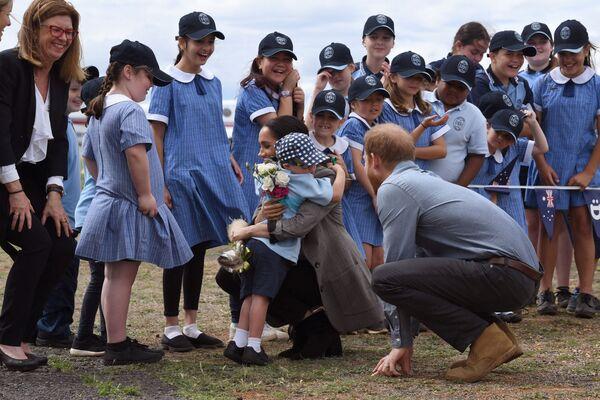 Meghan a prince Harry s austrálskými žáky - Sputnik Česká republika