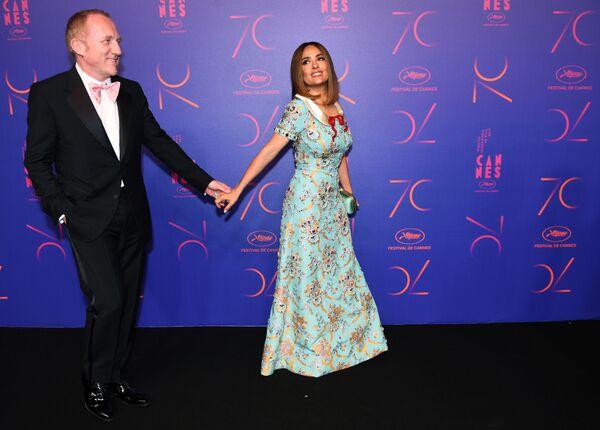 Herci Henri-François Imbert a Salma Hayek na večírku na počest 70. výročí na Mezinárodním filmovém festivalu v Cannes - Sputnik Česká republika