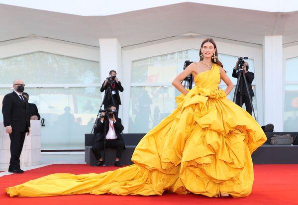 Italská modelka Bianca Balti na slavnostním zahájení 78. mezinárodního filmového festivalu v Benátkách - Sputnik Česká republika
