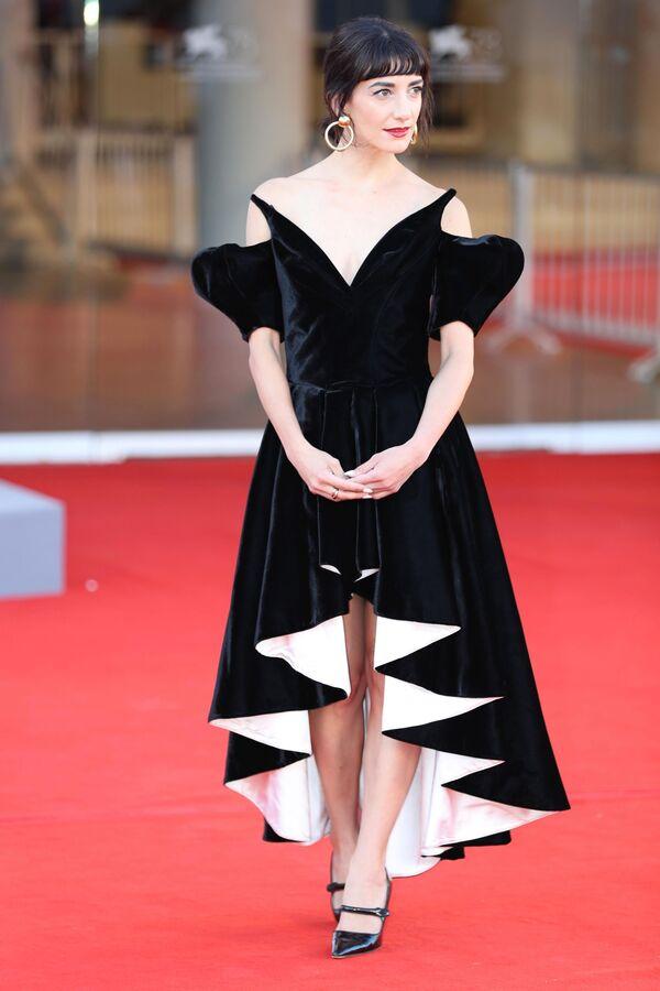 Herečka Sheila Vand na 78. mezinárodním filmovém festivalu v Benátkách - Sputnik Česká republika