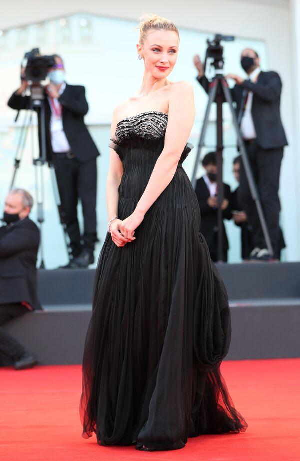 Herečka Sarah Gadon na slavnostním zahájení 78. mezinárodního filmového festivalu v Benátkách - Sputnik Česká republika