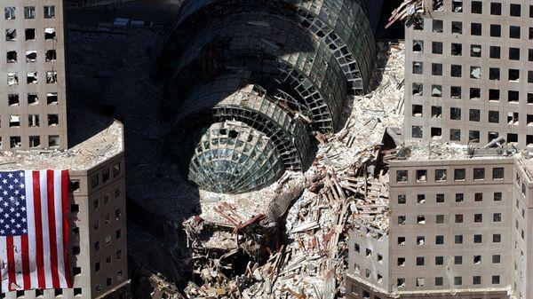 Кусок обрушившегося здания после атаки 9/11 в Нью-Йорке  - Sputnik Česká republika