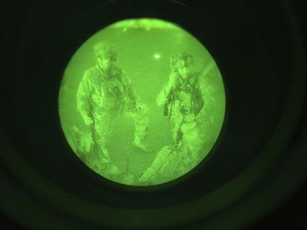 Americká armáda se připravuje na nástup do letadla na letišti v Kábulu - Sputnik Česká republika