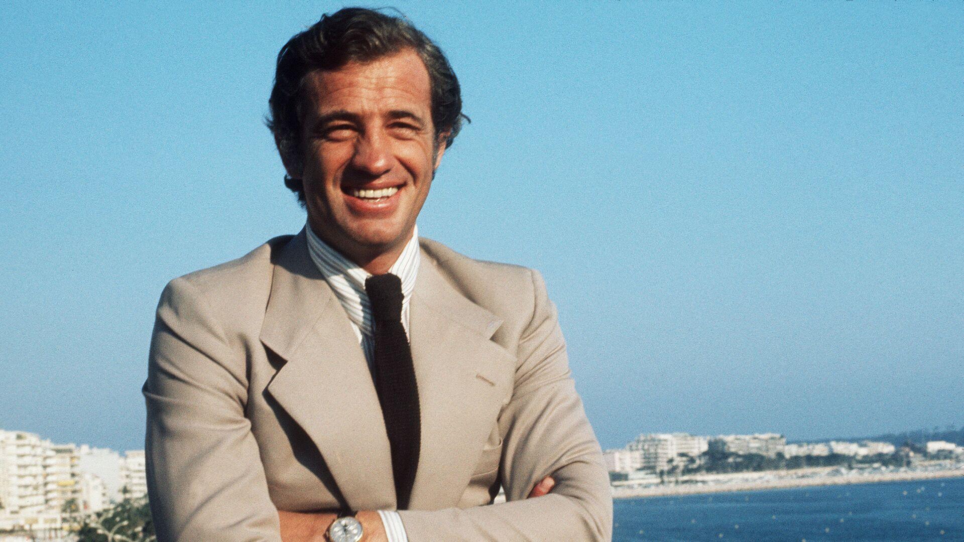 Jean-Paul Belmondo během filmového festivalu v Cannes v roce 1974 - Sputnik Česká republika, 1920, 09.09.2021