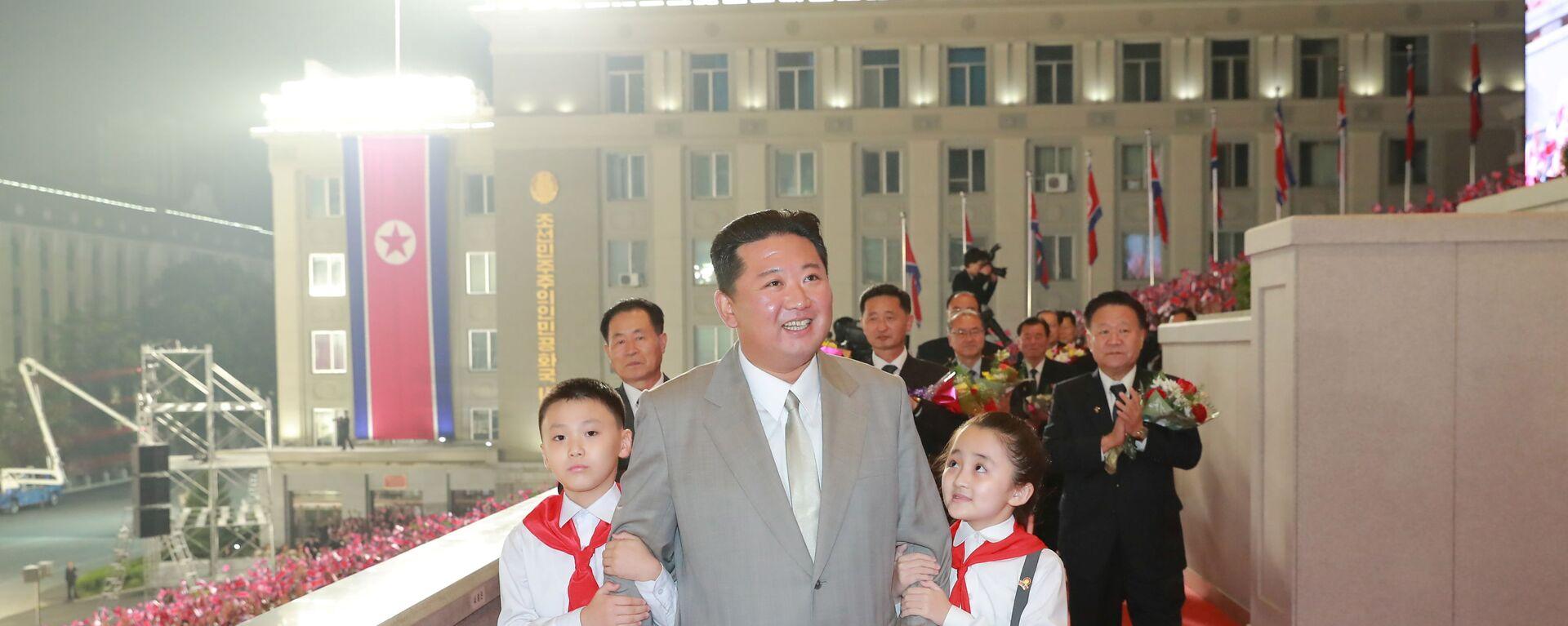 Kim Čong-un během přehlídky na počest 73. výročí sestavení Lidové vlády a vyhlášení KLDR - Sputnik Česká republika, 1920, 09.09.2021