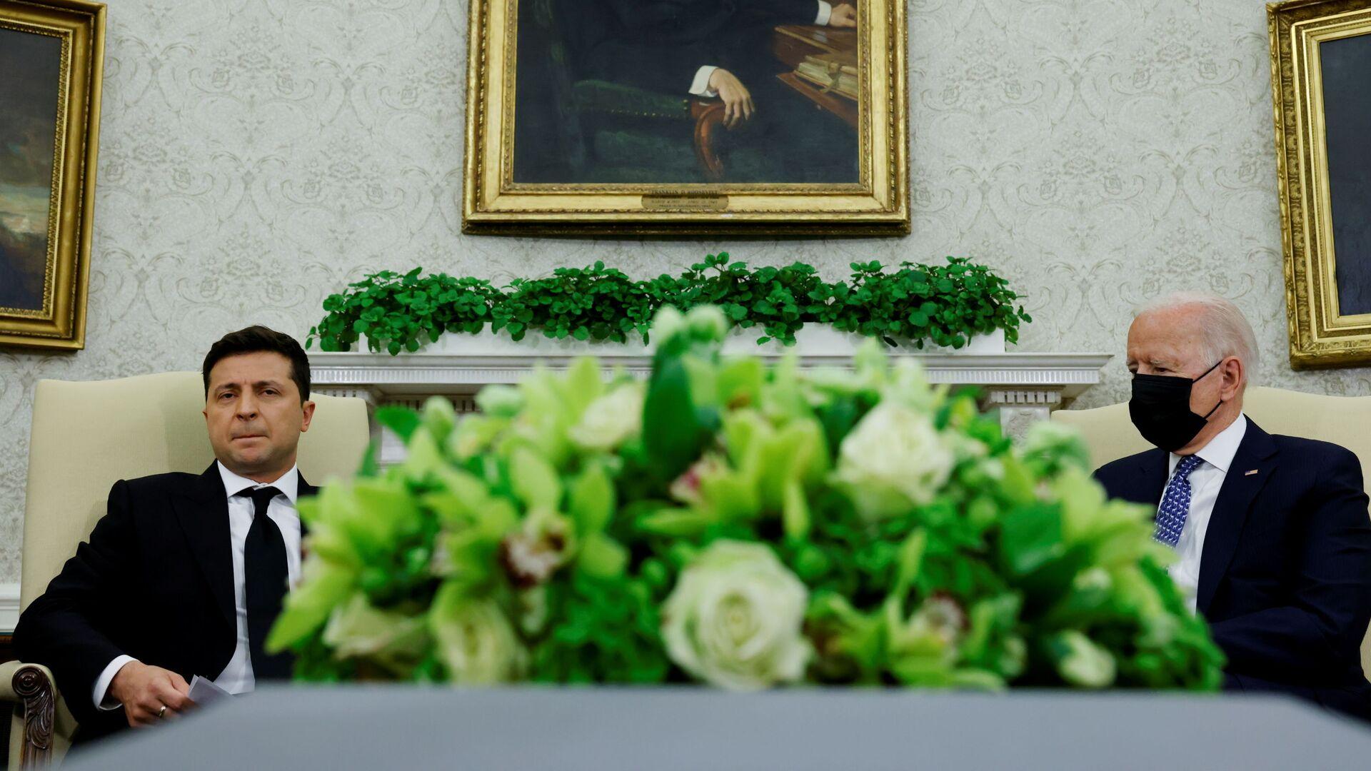 Americký prezident Joe Biden a ukrajinský prezident Volodymyr Zelenskyj v kanceláři Bílého domu ve Washingtonu - Sputnik Česká republika, 1920, 11.09.2021