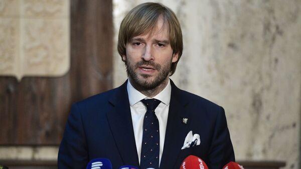 Министр здравоохранения Чехии Адам Войтех выступает на пресс-конференции в Праге - Sputnik Česká republika