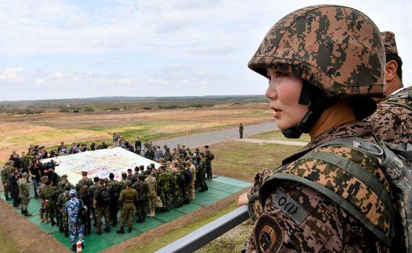 Žena mongolské armády během hlavní fáze cvičení Západ 2021 na cvičišti Mulino - Sputnik Česká republika