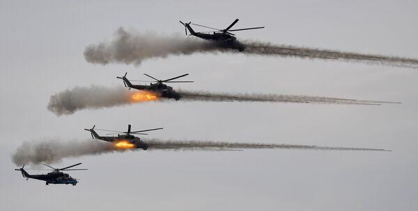 Ударные вертолеты Ми-24 во время основного этапа учений Запад-2021 на полигоне Мулино в Нижегородской области - Sputnik Česká republika