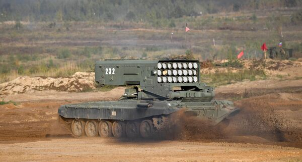 Těžký plamenometný systém TOS-1A Solnсepek během cvičení Západ - 2021na cvičišti Mulino - Sputnik Česká republika