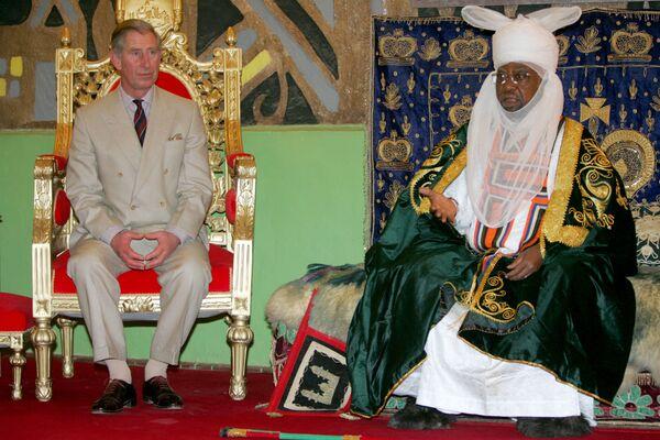 Britský princ Charles poslouchá Emira Ado Bayera v Kano - Sputnik Česká republika