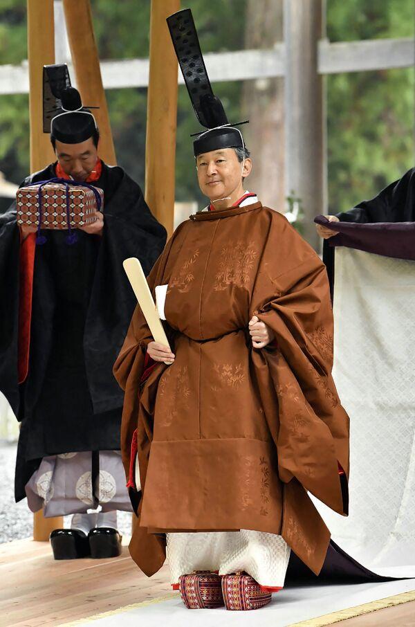 Japonský císař Naruhito v chrámu - Sputnik Česká republika