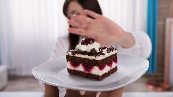 Девушка отказывается от десерта - Sputnik Česká republika