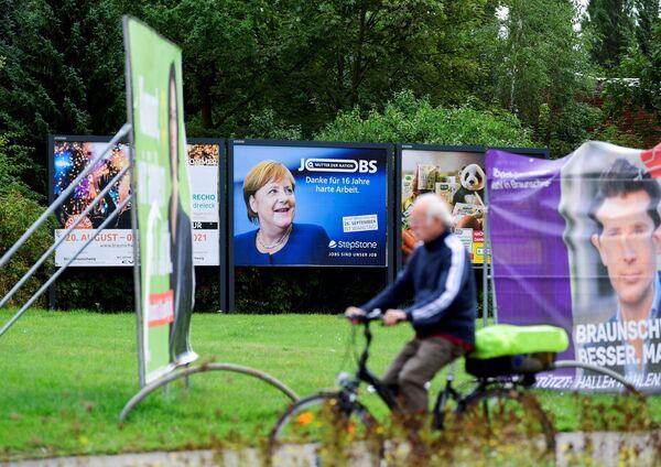 Рекламное объявление с изображением канцлера Германии Ангелы Меркель в Брансуике - Sputnik Česká republika