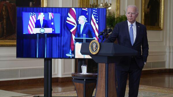 Президент Джо Байден, премьер-министр Австралии Скотт Моррисон и премьер-министр Великобритании Борис Джонсон на онлайн встрече по поводу новой инициативы США в области национальной безопасности в партнерстве с Австралией и Соединенным Королевством - Sputnik Česká republika