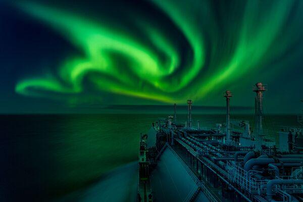 Fotografie Polar Lights ruského fotografa Dmitrije Rybalky. Vítěz v kategorii Aurorae soutěže Royal Observatory's Astronomy Photographer of the Year 13 - Sputnik Česká republika