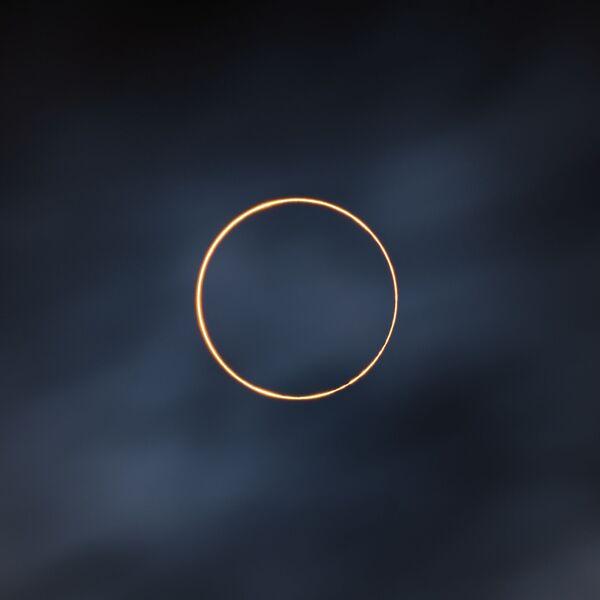 Fotografie The Golden Ring od čínského fotografa Shuchang Donga, vítěz v kategorii Our Sun a vítěz soutěže Royal Observatory's Astronomy Photographer of the Year 13 - Sputnik Česká republika