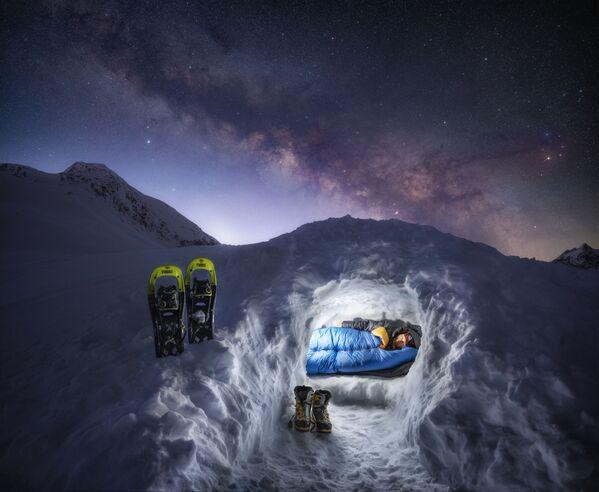 Snímek Break of a New Day německého fotografa Nicholase Roemmelta, který dostal vysoké hodnocení v kategorii People and Space soutěže Royal Observatory's Astronomy Photographer of the Year 13 - Sputnik Česká republika