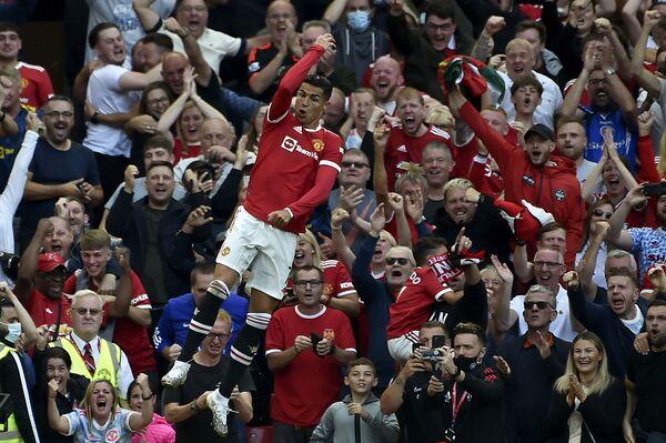 Cristiano Ronaldo v dresu Manchesteru slaví svůj druhý gól během utkání proti Newcastlu (11. září). - Sputnik Česká republika