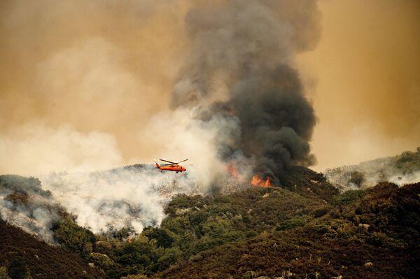Hašení požárů v národním parku Kalifornie (15. září). - Sputnik Česká republika