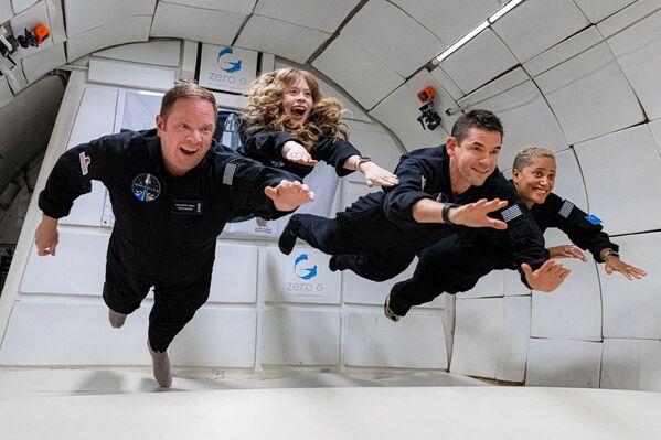 Čtyřčlenná civilní posádka na palubě Inspiration 4, která vyrazila do vesmíru pomocí rakety SpaceX Falcon 9 (15. září). - Sputnik Česká republika