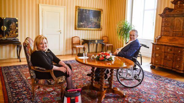 Министр финансов Чехии Алена Шиллерова и президент Чехии Милош Земан - Sputnik Česká republika