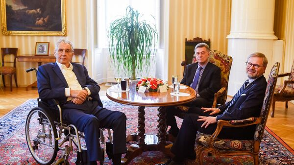 Президент Чехии Милош Земан с политиками Павлом Блажека и Петром Фиала - Sputnik Česká republika