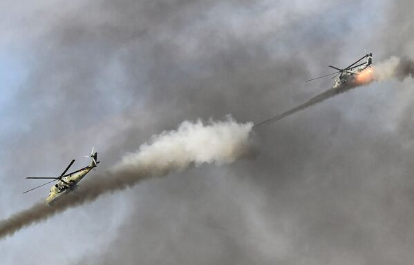Vrtulníky Mi-24 na protiteroristických cvičeních - Sputnik Česká republika