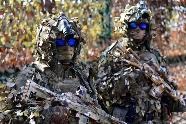 Vojáci na výstavě zbraní - Sputnik Česká republika