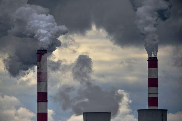 Kouř z komínů Bełchatówské tepelné elektrárny v Polsku - Sputnik Česká republika