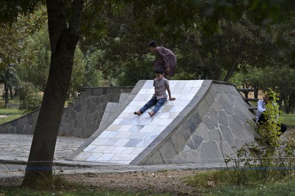 Děti si hrají v jednom z parků v Kábulu - Sputnik Česká republika