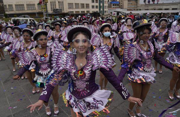 Tanečníci během oslav festivalu El Caporal v La Paz, Bolívie - Sputnik Česká republika