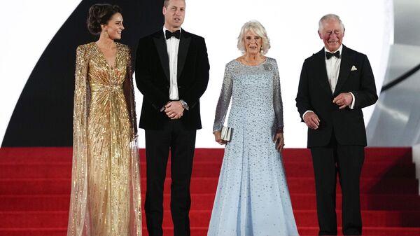 Члены британской королевской семьи на премьере нового фильма о Джеймсе Бонде Не время умирать - Sputnik Česká republika