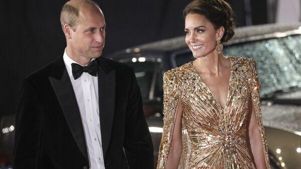 Принц Уильям и его супруга Кейт Миддлтон на премьере нового фильма о Джеймсе Бонде Не время умирать - Sputnik Česká republika