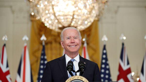 Президент США Джо Байден во время выступления в Восточном зале Белого дома в Вашингтоне, США - Sputnik Česká republika