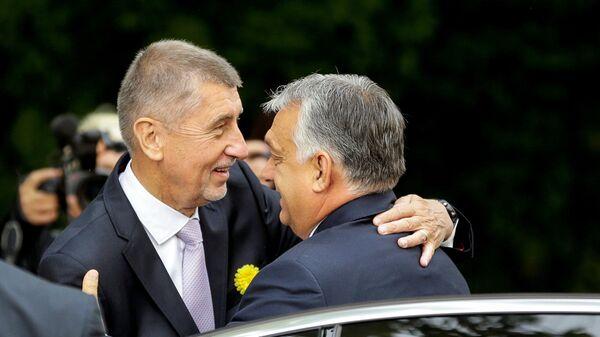 Премьер-министр Чехии Андрей Бабиш и премьер-министр Венгрии Виктор Орбан во время встречи в Праге - Sputnik Česká republika