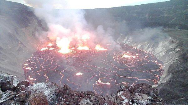 Láva v kráteru sopky Halemaumau na Havaji - Sputnik Česká republika