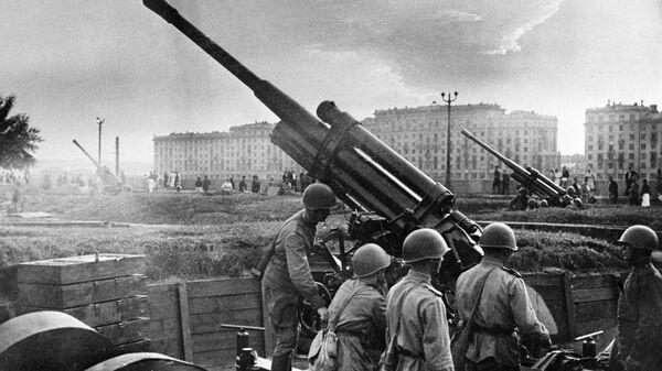 Зенитный расчет у парка культуры и отдыха имени М. Горького, 1941 год - Sputnik Česká republika