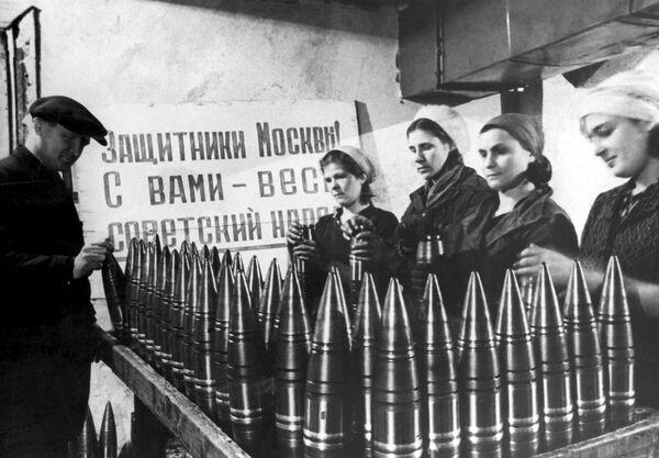 Výroba munice v moskevské továrně. - Sputnik Česká republika