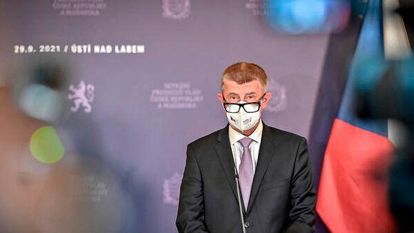 Премьер-министр Чехии Андрей Бабиш во время выступления по итогам встречи с премьер-министром Венгрии Виктором Орбаном в Праге - Sputnik Česká republika