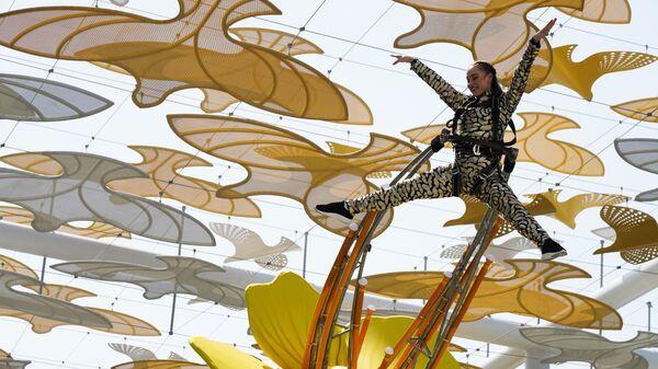 Выступление акробатов на Всемирной выставке Expo-2020 в Дубае, ОАЭ - Sputnik Česká republika