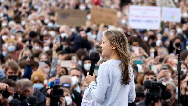 Шведская экологическая активистка Грета Тунберг выступает во время Глобальной климатической забастовки движения Friday for Future в Берлине, Германия - Sputnik Česká republika