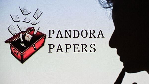 Логотип Pandora Papers рядом с женским профилем - Sputnik Česká republika