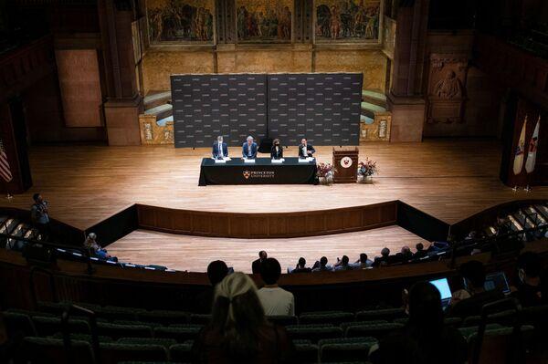 Britsko-americký chemik a varhaník David McMillan a německý chemik Benjamin list získají Nobelovu cenu za chemii v roce 2021 v americkém Princetonu v New Jersey - Sputnik Česká republika