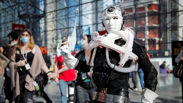 Мужчина в костюме на фестивале NYC Comic-Con в Нью-Йорке - Sputnik Česká republika