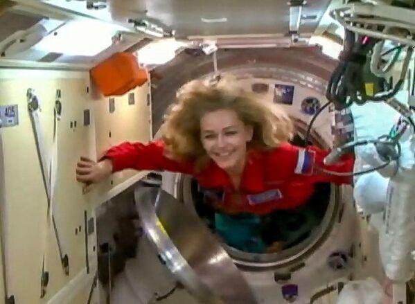 Sojuz MS-19 odstartoval z kosmodromu Bajkonur. Expedice ISS zahrnuje kromě kosmonauta Antona Škaplerova také ruského filmového režiséra Klima Šipenka a herečku Julii Peresildovou. Filmový štáb na ISS natočí část prvního celovečerního filmu ve vesmíru Výzva. - Sputnik Česká republika