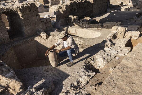 Obrovský komplex, kterému je asi 1500 let, byl nalezen během archeologických vykopávek. - Sputnik Česká republika